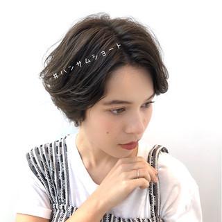 デート ハンサムショート 大人かわいい 透明感カラー ヘアスタイルや髪型の写真・画像