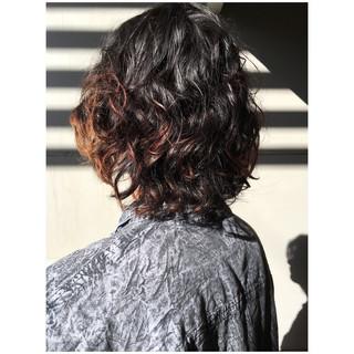 ミディアム メンズヘア ナチュラル メンズパーマ ヘアスタイルや髪型の写真・画像