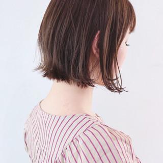 グレージュ グラデーションカラー デート 外ハネ ヘアスタイルや髪型の写真・画像