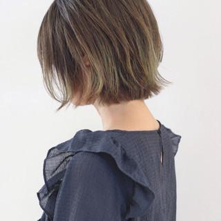 バレイヤージュ ハイライト グラデーションカラー 外ハネ ヘアスタイルや髪型の写真・画像