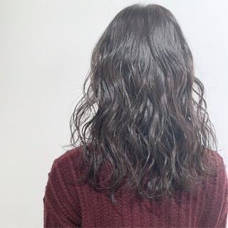 セミロング アンニュイほつれヘア デート ナチュラル ヘアスタイルや髪型の写真・画像