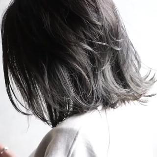 ストリート 切りっぱなしボブ ミディアム ホワイトグレージュ ヘアスタイルや髪型の写真・画像