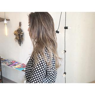 ハイライト ナチュラル ロング ミルクティー ヘアスタイルや髪型の写真・画像