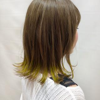 デート ミディアム 外ハネボブ イエロー ヘアスタイルや髪型の写真・画像