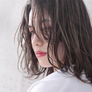 透明感 ナチュラル ラフ ウェーブ ヘアスタイルや髪型の写真・画像