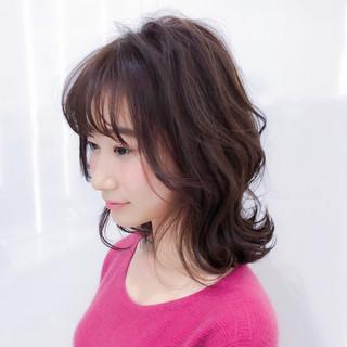ミディアム 大人かわいい レイヤー パーマ ヘアスタイルや髪型の写真・画像