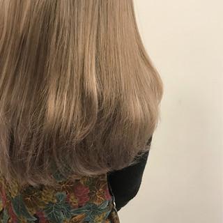 ガーリー ロング 成人式 ヌーディベージュ ヘアスタイルや髪型の写真・画像