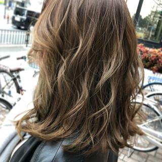 コテ巻き ミディアム 外国人風カラー ラベンダー ヘアスタイルや髪型の写真・画像