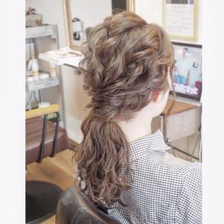 セミロング ローポニーテール ヘアセット フェミニン ヘアスタイルや髪型の写真・画像