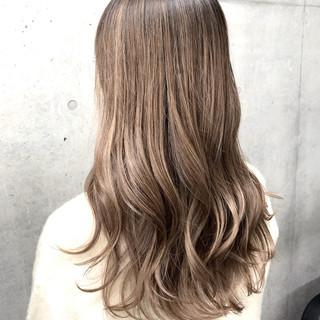 外国人風 ミルクティーベージュ ブロンド ハイトーン ヘアスタイルや髪型の写真・画像