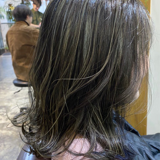 グレージュ ハイライト ミディアム コントラストハイライト ヘアスタイルや髪型の写真・画像
