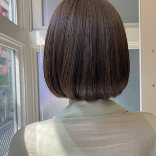ミニボブ ボブ グレージュ 切りっぱなしボブ ヘアスタイルや髪型の写真・画像
