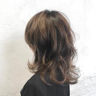 ミディアム ゆる巻き エレガント ミディアムレイヤー ヘアスタイルや髪型の写真・画像