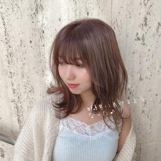 ミディアムレイヤー 小顔 ミディアムヘアー ナチュラル ヘアスタイルや髪型の写真・画像