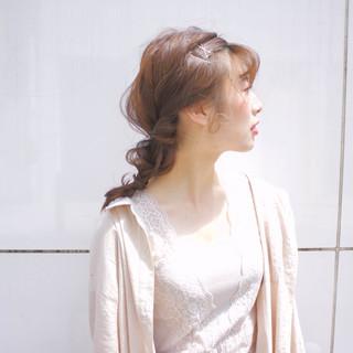 ヘアアレンジ セミロング ガーリー ヘアアクセ ヘアスタイルや髪型の写真・画像