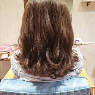 イルミナカラー フェミニン グレージュ ミディアム ヘアスタイルや髪型の写真・画像