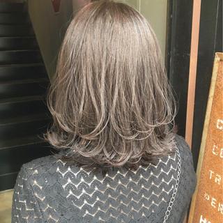 アッシュグレージュ ナチュラル 外ハネボブ 外ハネ ヘアスタイルや髪型の写真・画像