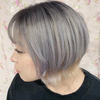 シルバーグレイ ベリーショート グラデーションカラー モード ヘアスタイルや髪型の写真・画像