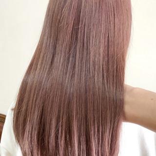 ピンク セミロング フェミニン ホワイトブリーチ ヘアスタイルや髪型の写真・画像
