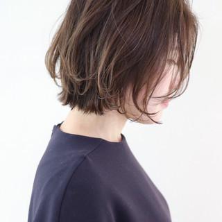 フェミニン グレージュ レイヤーカット オフィス ヘアスタイルや髪型の写真・画像 ヘアスタイルや髪型の写真・画像