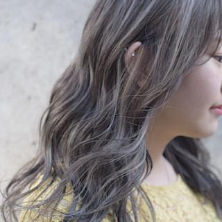 コントラストハイライト セミロング グレージュ アッシュグレージュ ヘアスタイルや髪型の写真・画像