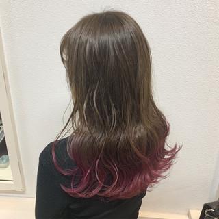 カラーバター フェミニン ロング カーキアッシュ ヘアスタイルや髪型の写真・画像