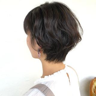 ショート デート 無造作パーマ 黒髪 ヘアスタイルや髪型の写真・画像 ヘアスタイルや髪型の写真・画像