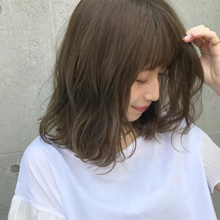 カーキ グレージュ オリーブ ミディアム ヘアスタイルや髪型の写真・画像