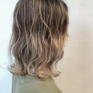 外国人風 グラデーションカラー モード ハイトーン ヘアスタイルや髪型の写真・画像