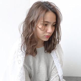 グレージュ アッシュ 前髪 ナチュラル ヘアスタイルや髪型の写真・画像