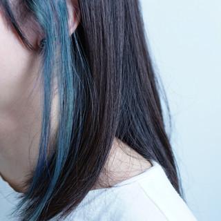 インナーカラー アウトドア ミディアム アッシュ ヘアスタイルや髪型の写真・画像