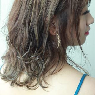 セミロング フェミニン エフォートレス 上品 ヘアスタイルや髪型の写真・画像