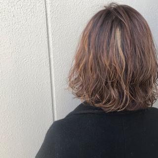 ゆるふわ ナチュラル パーマ アウトドア ヘアスタイルや髪型の写真・画像