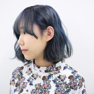 ハイトーン モード ミディアム ブルーアッシュ ヘアスタイルや髪型の写真・画像
