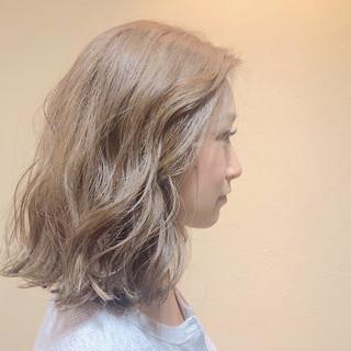 ナチュラル ミディアム ベージュ 金髪 ヘアスタイルや髪型の写真・画像
