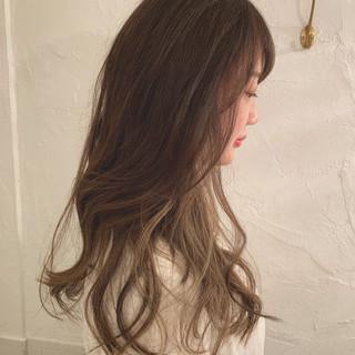 外国人風カラー ロング インナーカラー ツヤ髪 ヘアスタイルや髪型の写真・画像
