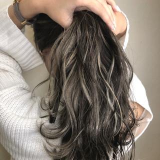 ミルクティーベージュ ゆるふわ グレージュ ハイライト ヘアスタイルや髪型の写真・画像