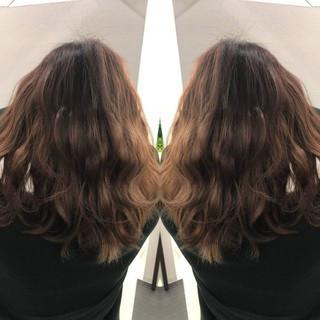 セミロング イルミナカラー #インナーカラー ヘアセット ヘアスタイルや髪型の写真・画像