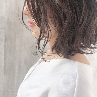 簡単ヘアアレンジ アッシュベージュ アンニュイほつれヘア 大人かわいい ヘアスタイルや髪型の写真・画像 ヘアスタイルや髪型の写真・画像