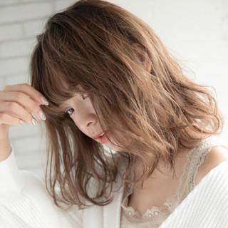 レイヤーカット ナチュラル アンニュイほつれヘア ミディアム ヘアスタイルや髪型の写真・画像