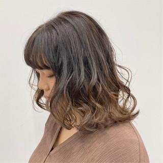 ナチュラルベージュ ミルクティー ミルクティーベージュ グラデーションカラー ヘアスタイルや髪型の写真・画像