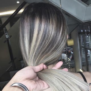 グレージュ アッシュグレージュ ミルクティーグレージュ グレーアッシュ ヘアスタイルや髪型の写真・画像