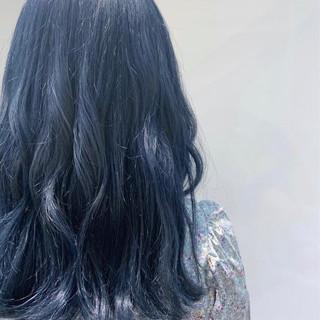 ロング お洒落 ブリーチカラー ネイビー ヘアスタイルや髪型の写真・画像
