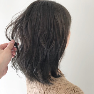ナチュラル オフィス 結婚式 アンニュイほつれヘア ヘアスタイルや髪型の写真・画像