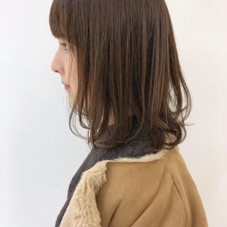 オフィス ミディアム 透明感 パーマ ヘアスタイルや髪型の写真・画像