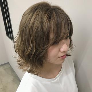 ハイトーンカラー ダブルカラー ミルクティーベージュ アディクシーカラー ヘアスタイルや髪型の写真・画像