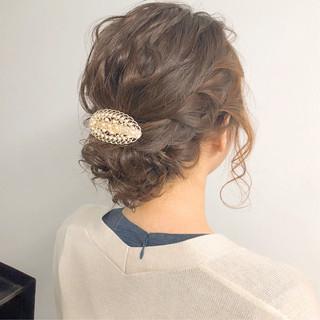 簡単ヘアアレンジ オフィス ナチュラル 結婚式 ヘアスタイルや髪型の写真・画像 ヘアスタイルや髪型の写真・画像