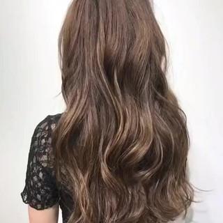 フェミニン グレージュ ハイライト アッシュグレージュ ヘアスタイルや髪型の写真・画像