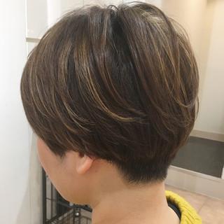 刈り上げ ハイライト 刈り上げ女子 マッシュ ヘアスタイルや髪型の写真・画像