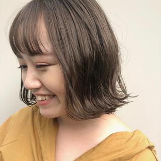外国人風カラー ガーリー 波ウェーブ 切りっぱなしボブ ヘアスタイルや髪型の写真・画像